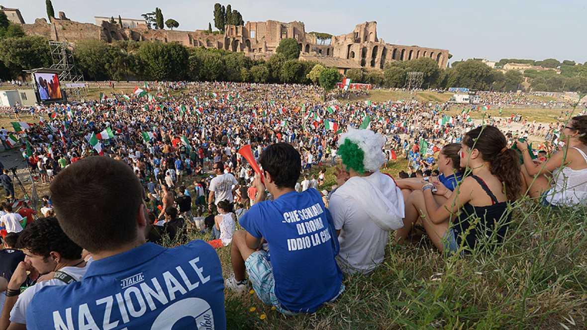 Fueron minoría clara pero algunos españoles residentes en Roma pudieron disfrutar del triunfo de la selección española frente a Italia. El país transalpino enmudeció tras la derrota de la selección italiana por 4-0 frente a España en la final de la E