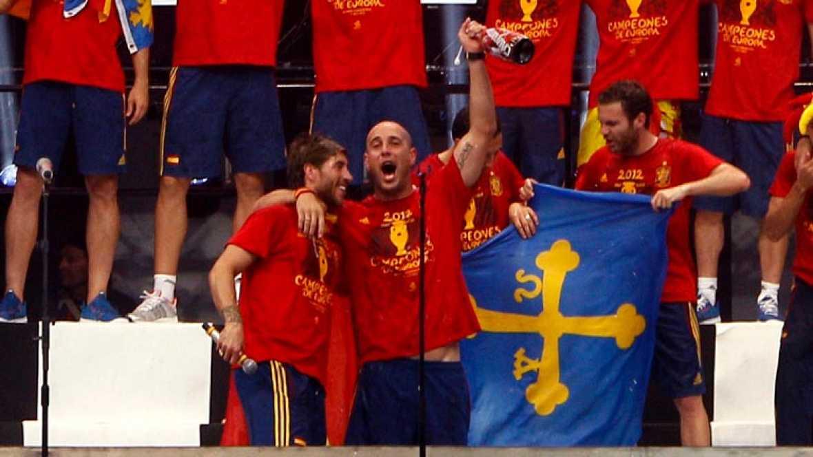 El meta del Liverpool volvió a hacer de las suyas micrófono en mano sobre el escenario de Cibeles, en la celebración de la Eurocopa 2012 para España.