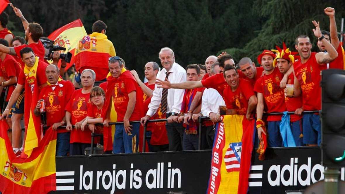 Resumen con las mejores imágenes del regreso triunfal de la selección española tras proclamarse campeona de la Eurocopa 2012