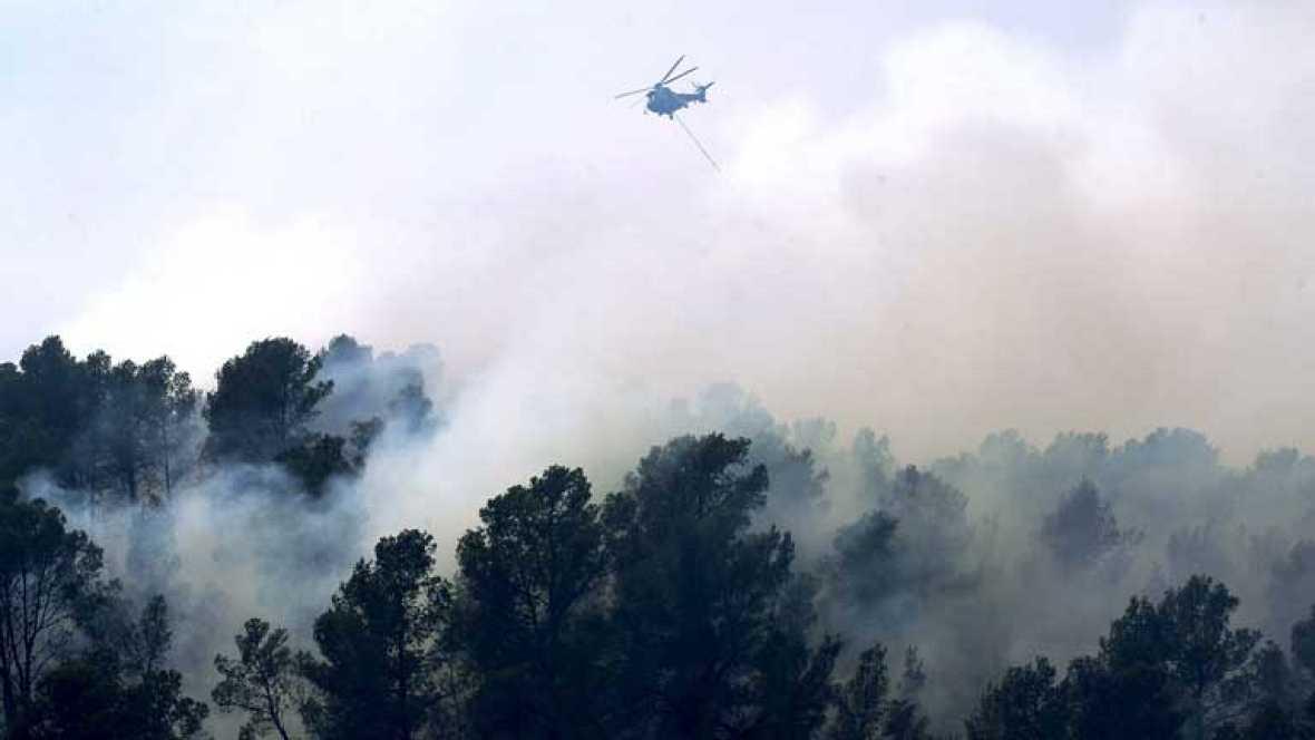 Los bomberos han conseguido estabilizar los dos incendios de la Comunidad Valenciana