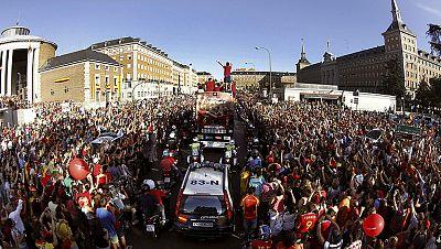 La selección española se dio un baño de masas histórico en Madrid, que volvió a volcarse con la Roja. Así lo vivimos en RTVE.es.