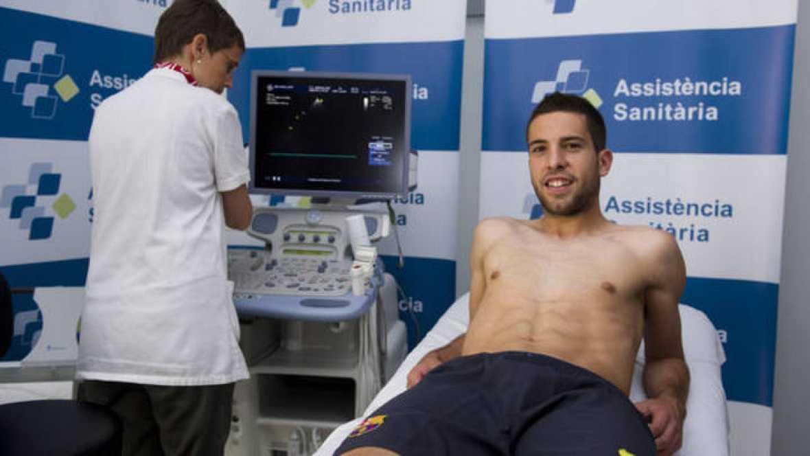 Jordi Alba pasa el reconocimiento médico con el Barça