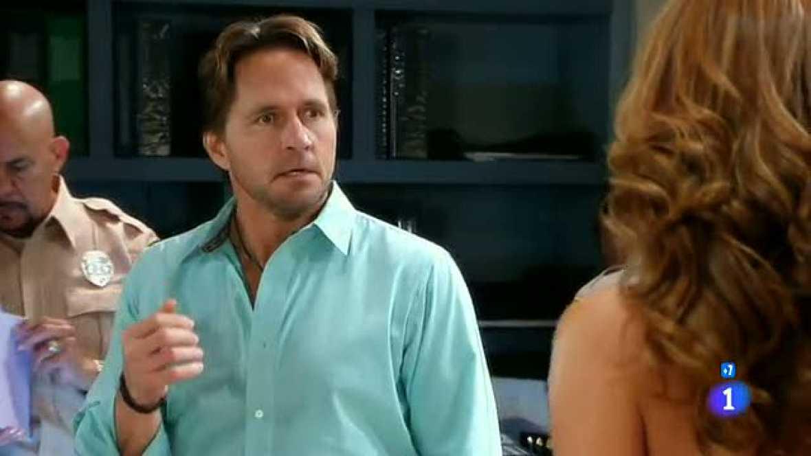 La bella y manipuladora Fedora no soporta que Armando se haya enamorado de Patricia, así que hace lo posible por recuperar el corazón de su amado, cueste lo que cueste.
