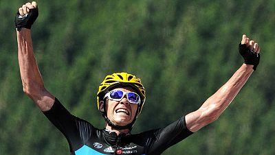 El británico Bradley Wiggins se convirtió en nuevo líder del Tour de Francia tras la primera llegada en alto, en la séptima etapa, que tuvo como vencedor a su compañero de equipo Chris Froome. La jornada, de 199 kilómetros por el macizo de Los Vosgo