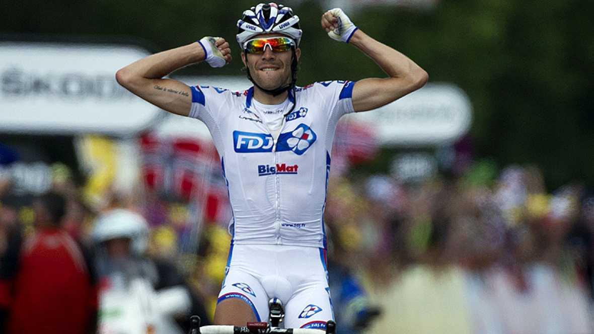 El francés Thibaul Pinot, el más joven del Tour con sus 22 años, culminó su fuga con la victoria en la octava etapa, de 157,5 kilómetros entre Belfort y la localidad suiza de Porrentruy, en la que los favoritos llegaron juntos, por lo que el británic