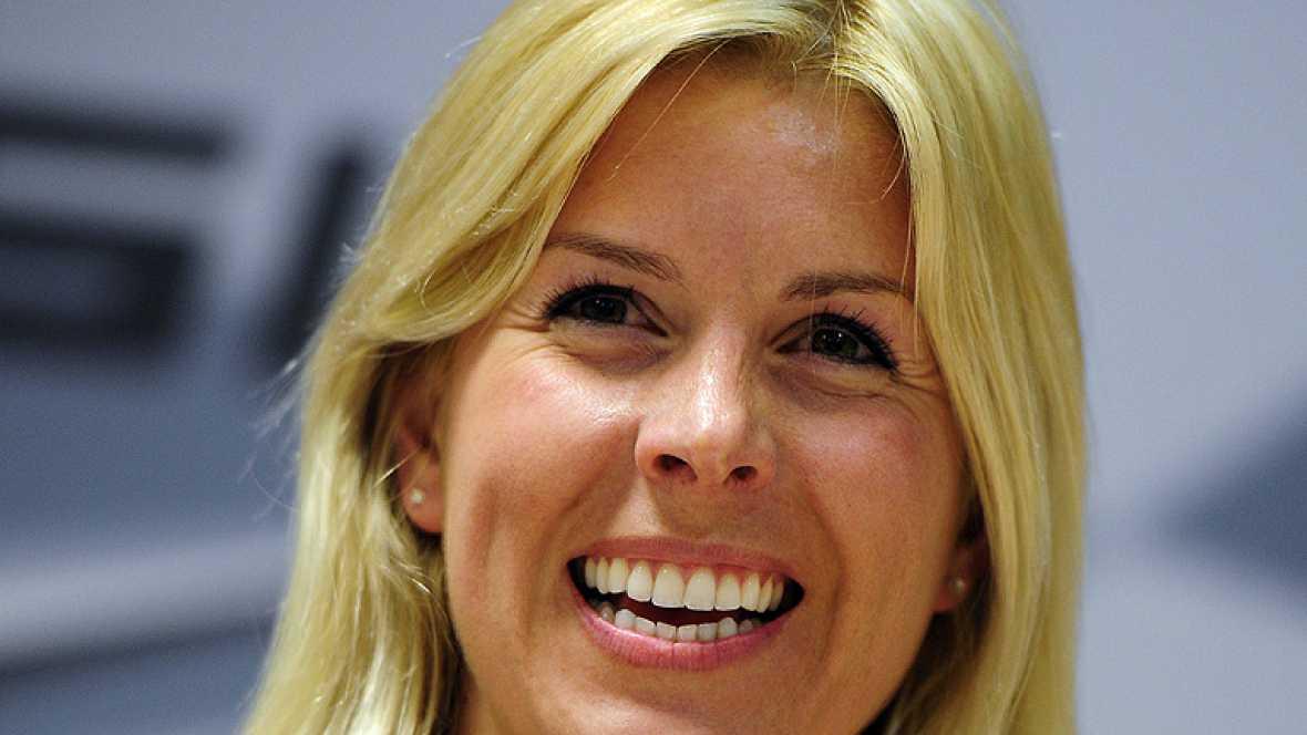 El estado de la piloto de Fórmula 1 María de Villota ha mejorado y ya se encuentra fuera de la Unidad de Cuidados Intensivos, consciente y sin sedación.