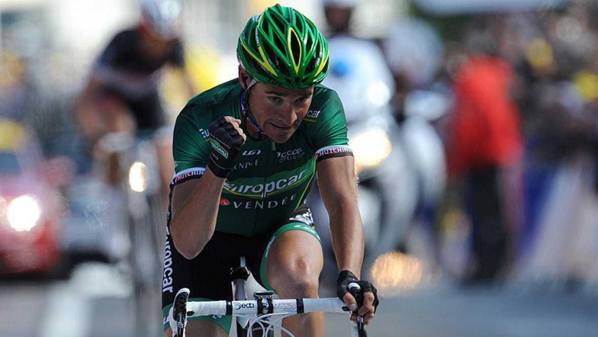 vEl francés Thomas Voeckler (Europcar) ganó hoy, miércoles, la décima etapa del Tour 2012, la primera alpina, en la que el británico Bradley Wiggings (Sky) no tuvo grandes dificultades para mantener el liderato. El francés, que suma cuatro victorias