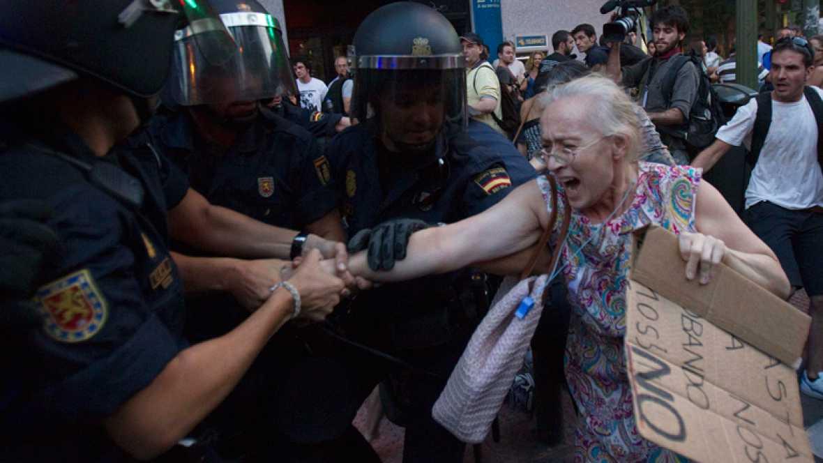 PROTESTAS POR LOS RECORTES DEL GOBIERNO