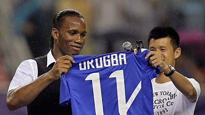 El delantero marfileño, Didier Drogba, ha sido recibido como un héroe en China.