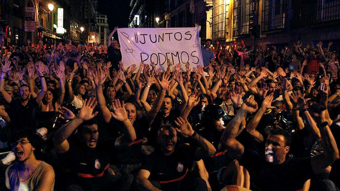Cientos de funcionarios salen a la calle para protestar contra los recortes