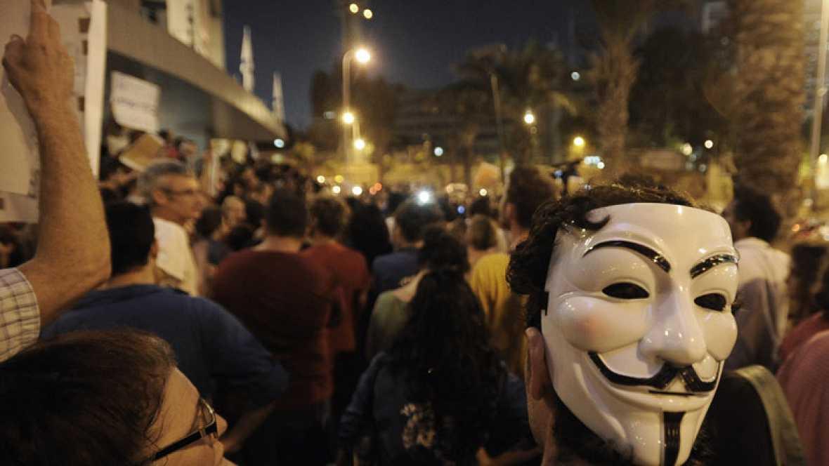 Un millar de israelíes se manifiesta en Tel Aviv en solidaridad con un hombre que intentó inmolarse