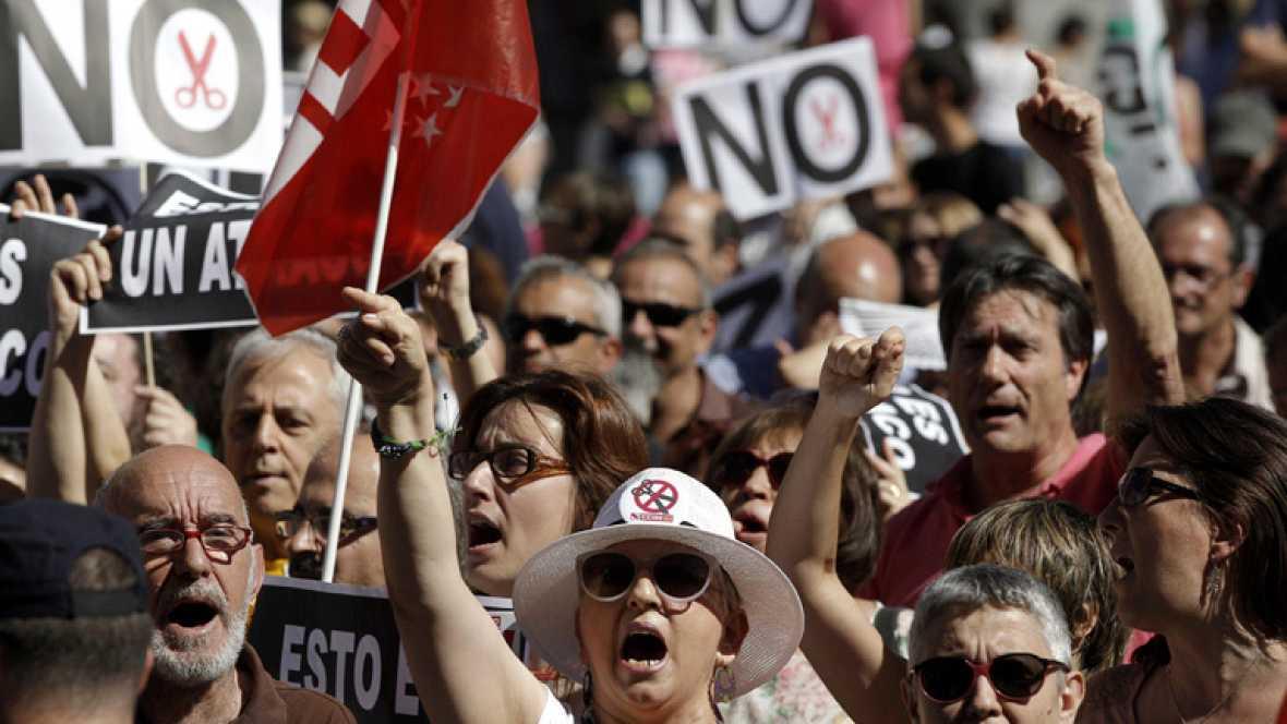 La mayoría de partidos políticos critican los recortes, que el PP considera imprescindibles