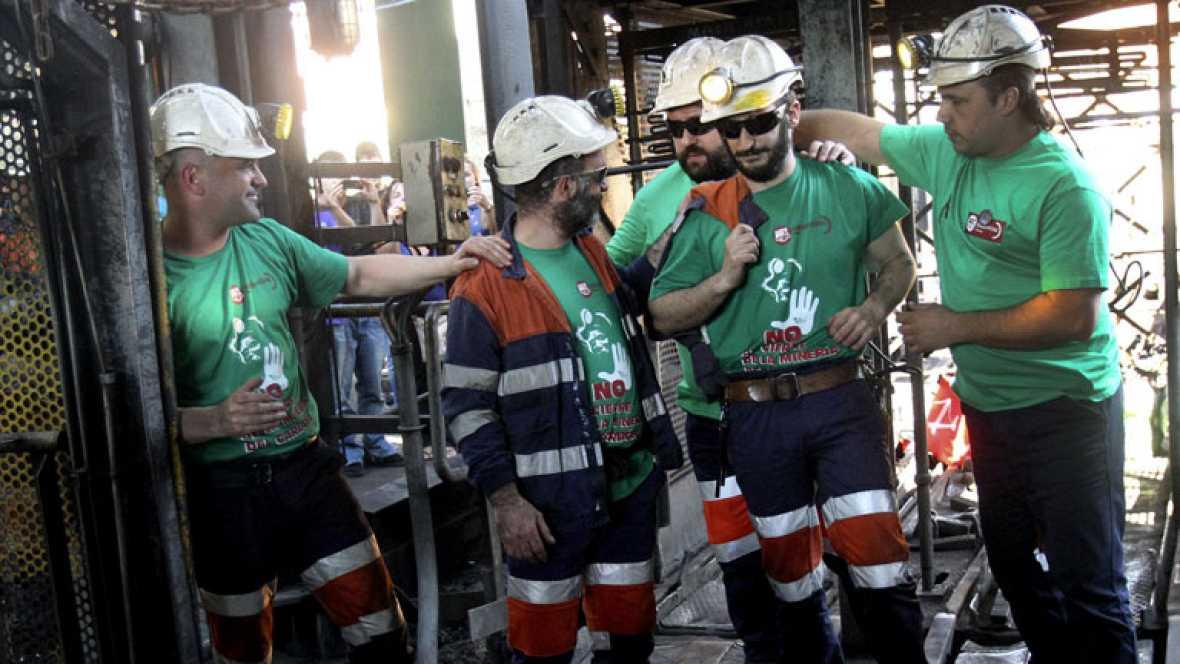 Después de 50 días los mineros continúan relevándose en sus encierros