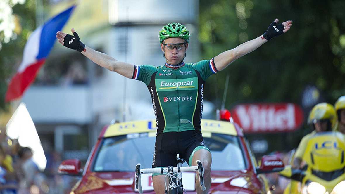 El francés Thomas Voeckler repitió triunfo en el Tour 2012, al imponerse en la decimosexta etapa disputada hoy entre Pau y Bagnères-de-Luchon, en la que el británico Bradley Wiggins (Sky) respondió a los ataques del italiano Vicenzo Nibali (Liquigas)