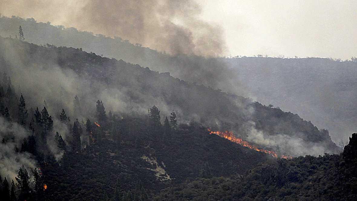 Sigue fuera de control uno los frentes del incendio de Tenerife, mientras que el otro ya ha sido estabilizado