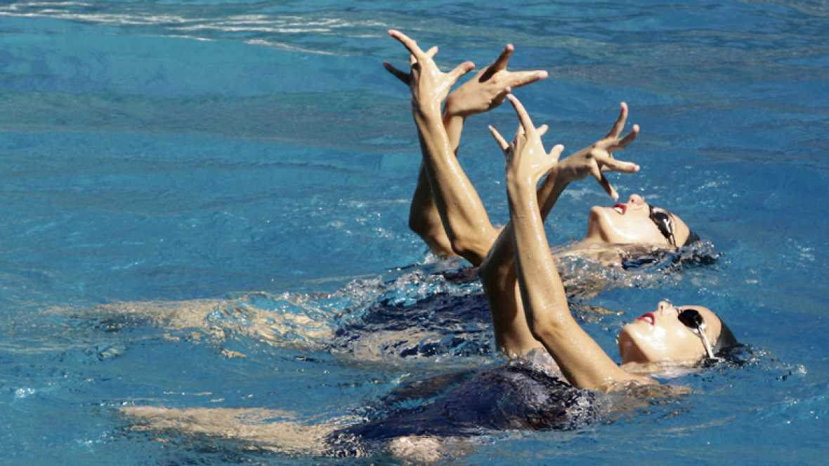El equipo olímpico de natación sincronizada nos ha enseñado el ejercicio con el que lucharán en Londres.El equipo dirigido por Anna Tarrés intentará conseguir las medallas de plata en duo y en equipos que ya lograron en los Juegos de Pekin. La coreog