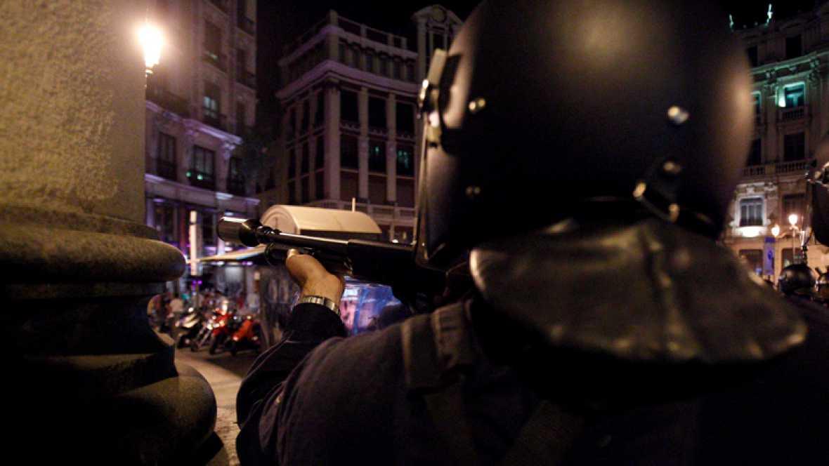 CARGAS POLICIALES CONTRA MANIFESTANTES QUE PROTESTAN CONTRA LOS RECORTES