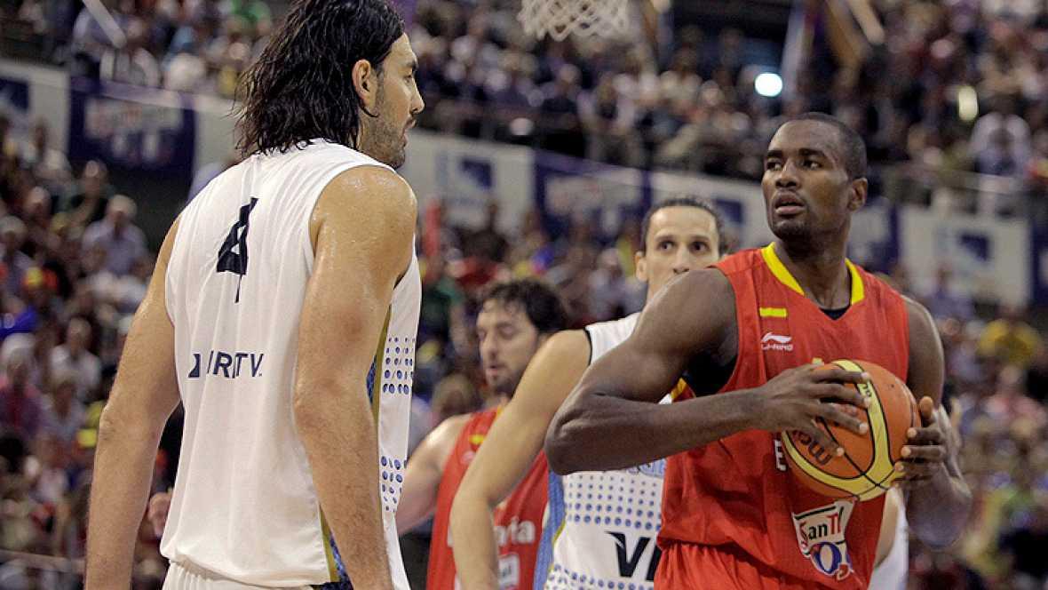 La selección española de baloncesto derrotó este viernes a  Argentina (105-85) y cosechó su séptima victoria consecutiva --de  siete posibles-- en su camino hacia los Juegos de Londres, en un  partido en el que volvió a destacar la aportación de Pau
