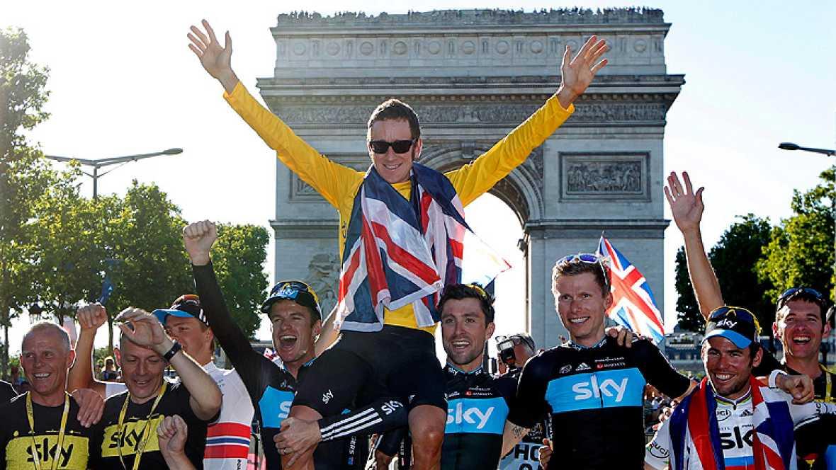 Bradley Wiggins (Sky) se ha convertido este domingo en el primer  británico en ganar el Tour de Francia en la 99 edición de la ronda  gala, donde la victoria en la última etapa en los Campos Elíseos fue  para el también inglés y compañero de equipo d