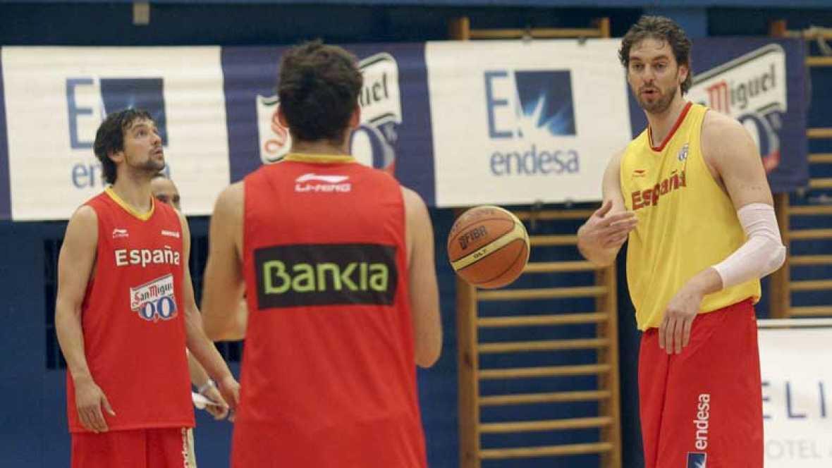 La selección española de baloncesto cuenta las horas que restan para el encuentro amistoso contra Estados Unidos, previo a los Juegos Olímpicos de Londres. Será el duelo entre los dos principales favoritos a la medalla de oro.
