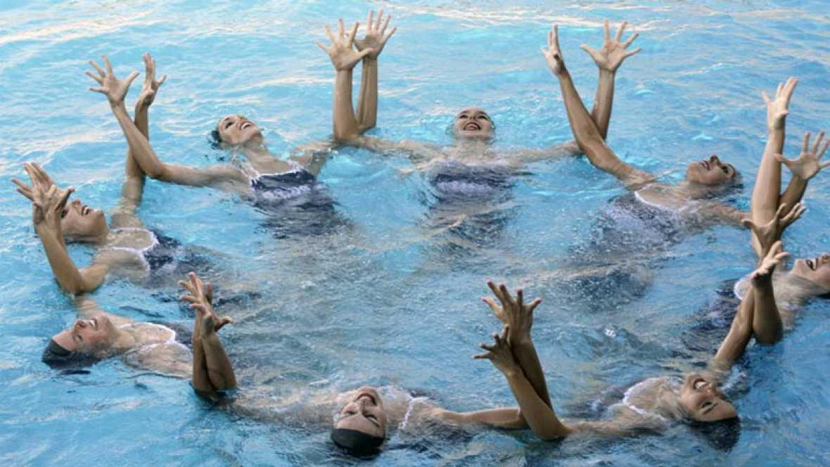 Los bañadores del equipo de natación español, diseñados por Dolores Cortés