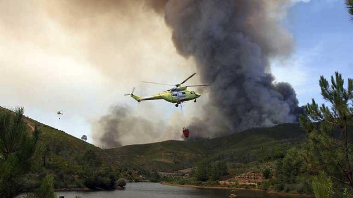 700 hectáreas quemadas en las Hurdes y 37 desalojados en Cambrón