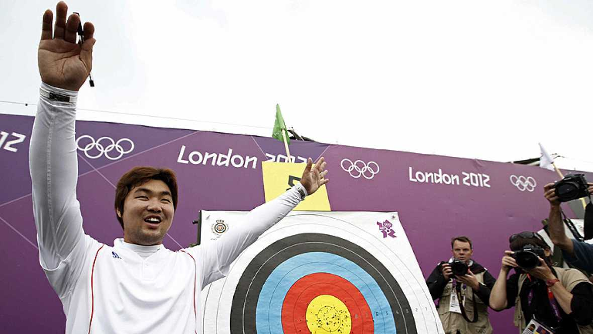 El arquero surcoreano Dong Hyun Im, clínicamente ciego, ha batido el récord del mundo de 72 flechas al liderar con 699 puntos la ronda clasificatoria de la prueba individual masculina de tiro con arco de los Juegos Olímpicos de Londres 2012.