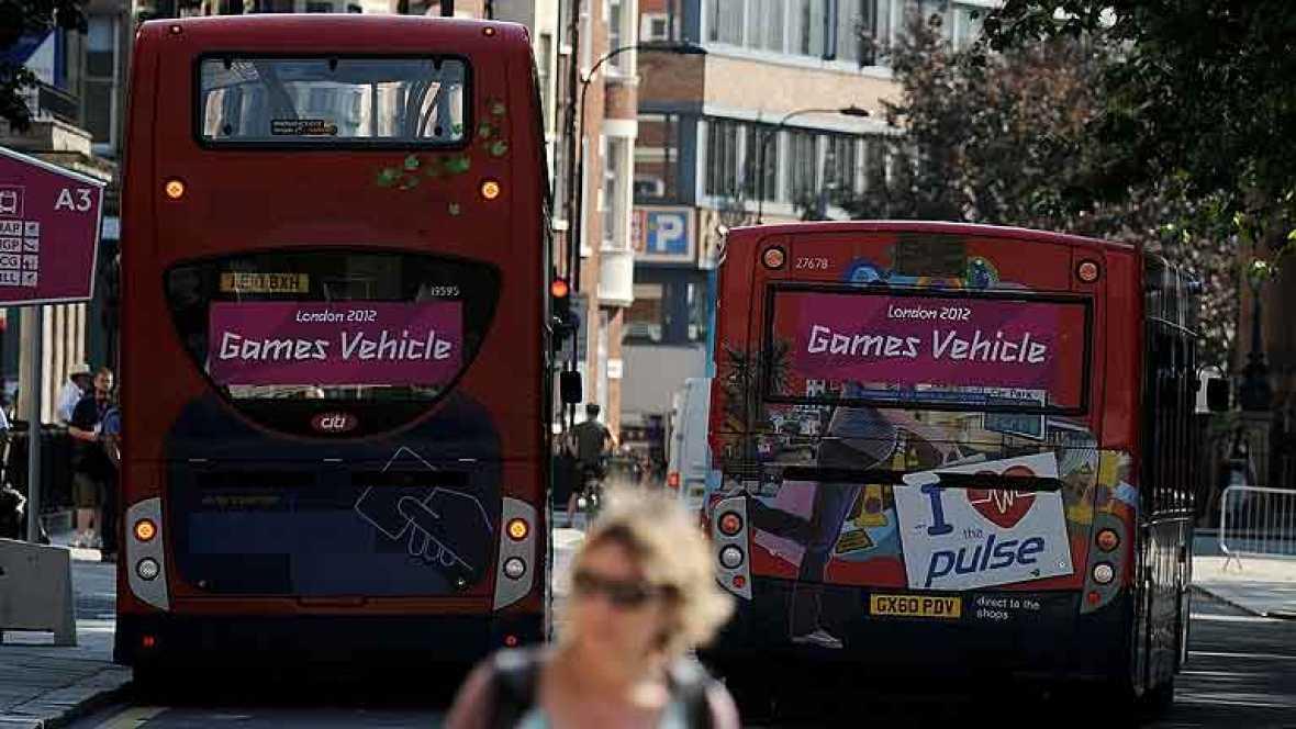 El estreno de los Juegos Olímpicos de Londres fueron un éxito en el plano más práctico, ya que los transportes están funcionando sin grandes problemas gracias a los esfuerzos de miles de policías, soldados y autoridades.
