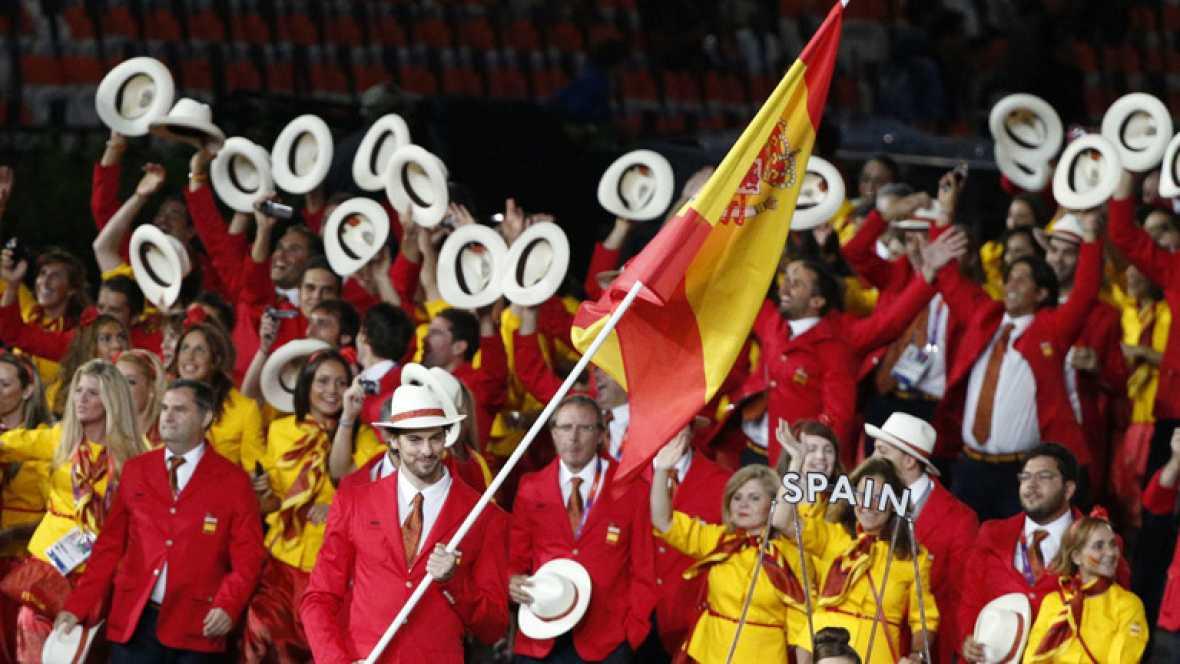 La entrada de Gasol con la bandera de España fue uno de los grandes momentos en más de tres horas y media llenas de música, baile, y cultura británica. Lo disfrutaron por televisión miles de millones de personas en todo el mundo,.