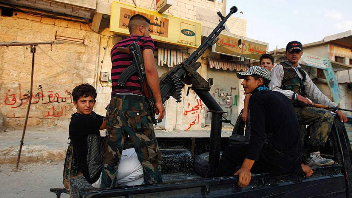Las fuerzas del regimen sirio intensifican el asalto a Alepo lo que ha obligado a doscientas mil personas a huir