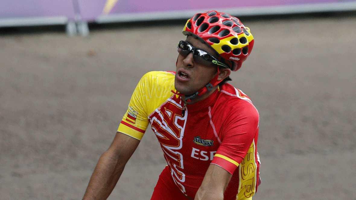 Los ciclistas olímpicos Castroviejo y León Sánchez se entrenan en las afueras de Londres