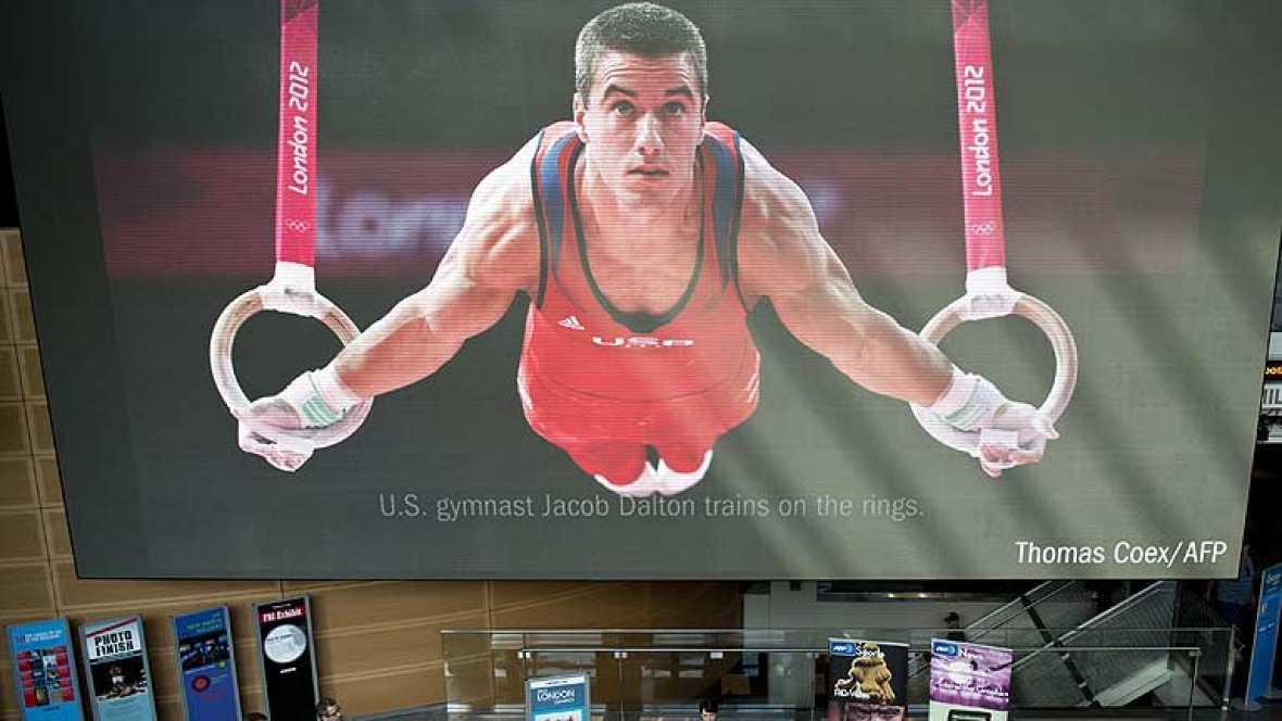 Conseguir que la señal de los Juegos Olímpicos llegue a cada uno de los hogares de todo el planeta es un trabajo ingente de miles de personas. TVE se adentra en los escondrijos de la televisión oficial olímpica para conocer el trabajo que hace posib