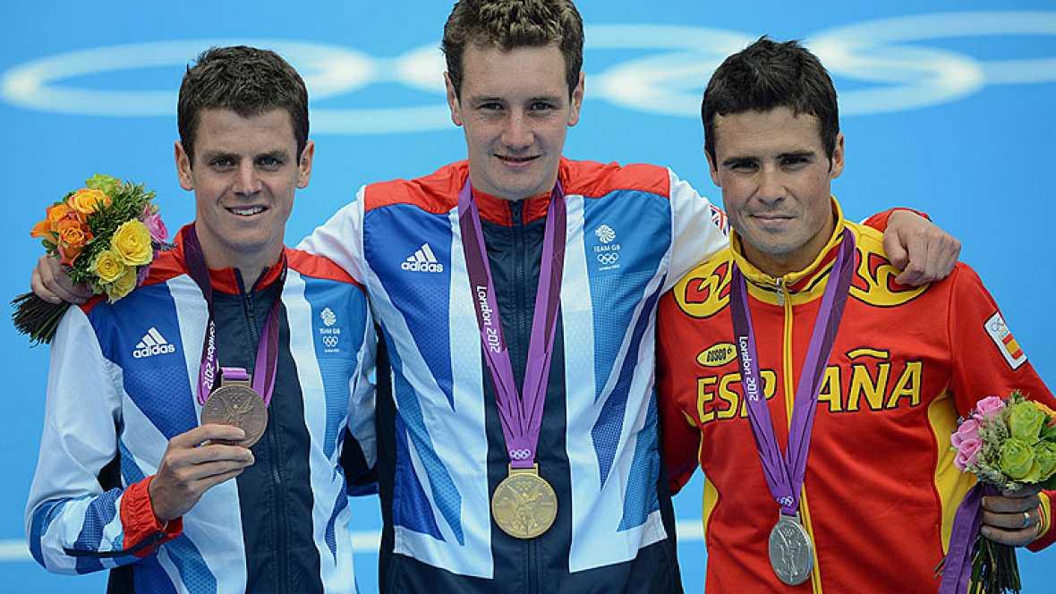 El triatleta gallego Javier Gómez Noya ha ganado la medalla de plata en los Juegos Olímpicos y se ha quitado la espinita de Pekín, donde por muy poco no triunfó.