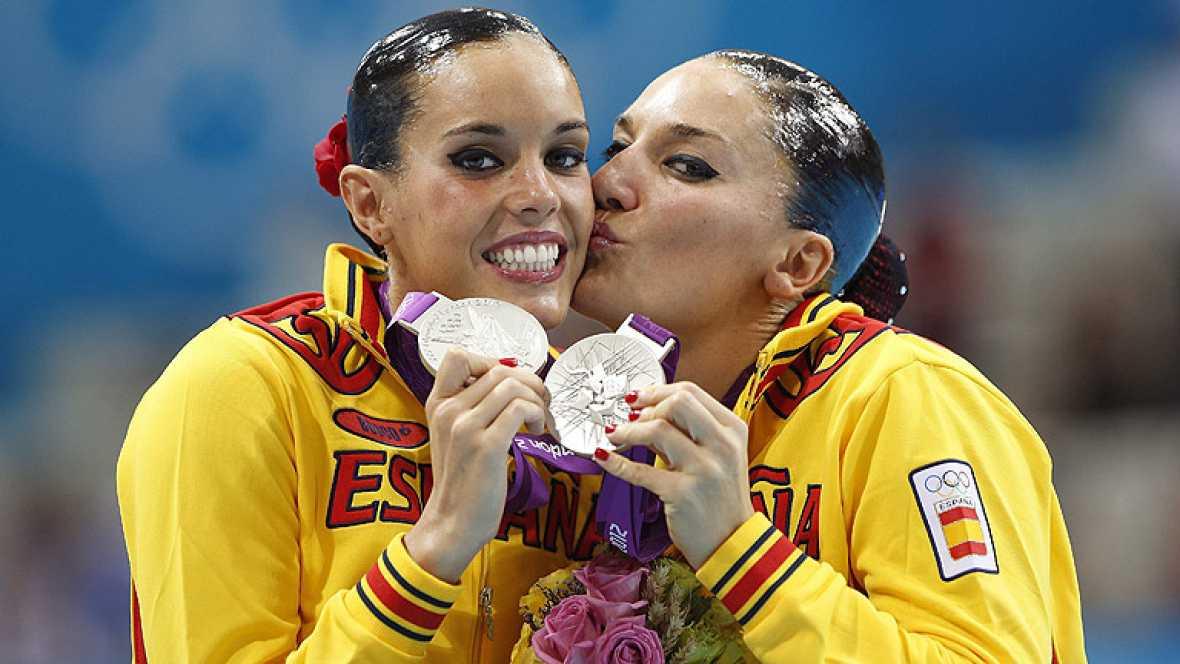 La pareja española de natación sincronizada, formada por Andrea Fuentes y Ona Carbonell, ha logrado la medalla de plata con su tango en la piscina de Londres 2012, por detrás de Rusia y por delante de China.