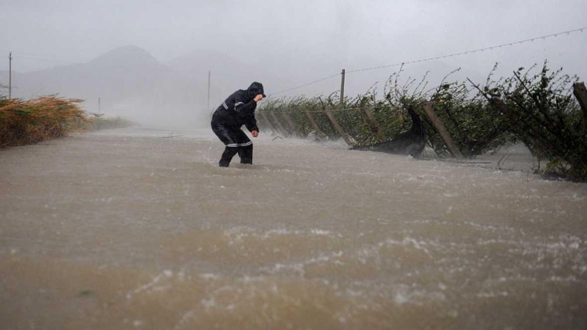 el tifon Hauikui llega al este de China y provoca la evacuacion de mas de un millon de personas. es el tercer tifon en una semana y se preve que avance hacia el noroeste