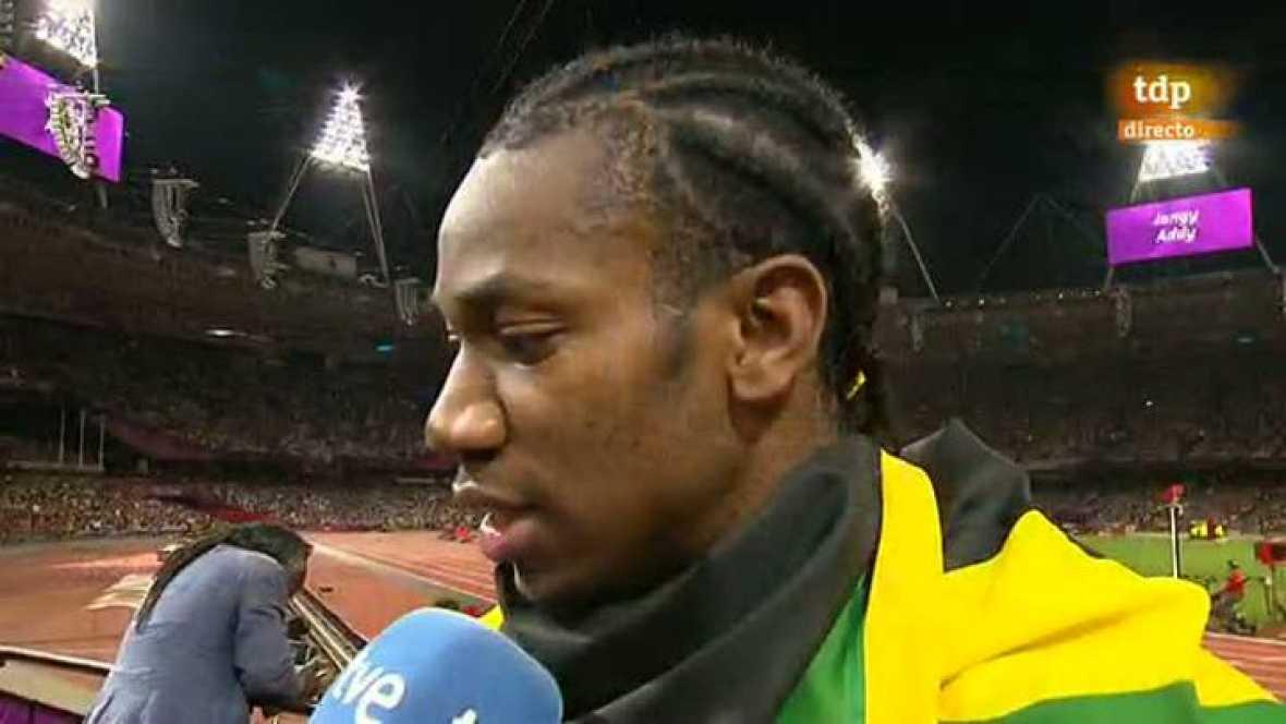 """El atleta jamaicano ha coincidido con su compatriota Weir, bronce, frente a los micrófonos de TVE. Los dos han coincidido en señalar que el triplete en 200 metros lisos es """"un gran día para Jamaica"""". Weir ha añadido que es """"un honor"""" compartir podio"""