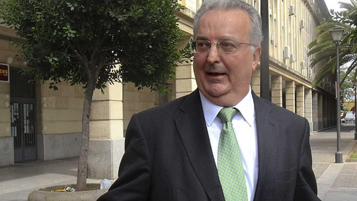 Sale de prisión el exconsejero andaluz de Empleo imputado en el caso de los ERE