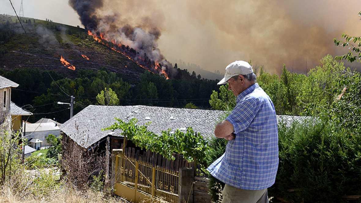 Más de diez incendios activos y entre ellos tres afectan a parques nacionales