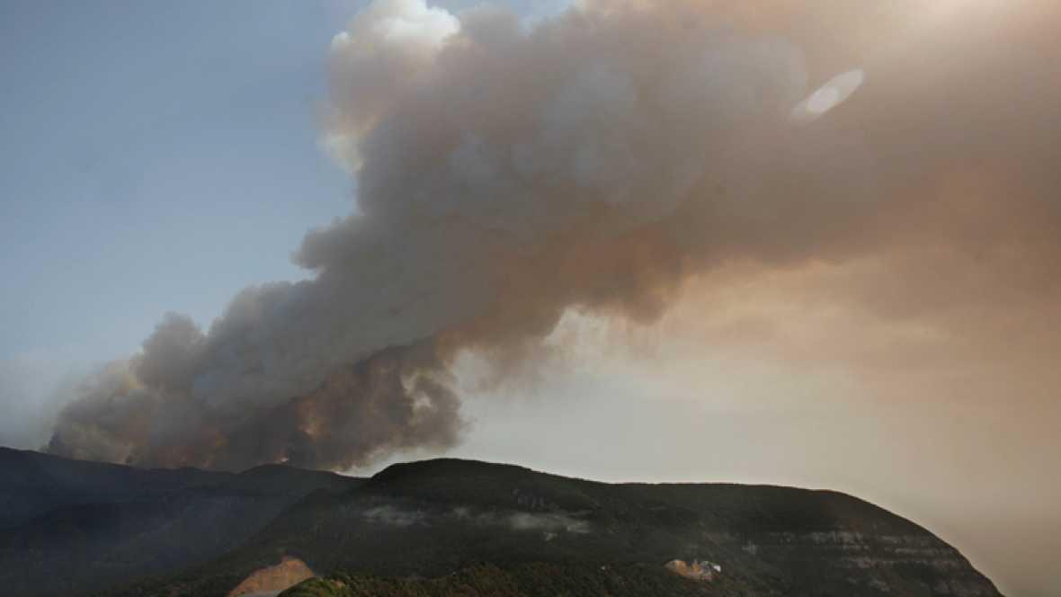 El calor dificulta la extinción de los fuegos en Tenerife y La Gomera