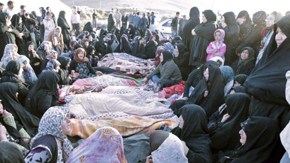 Al menos 250 muertos tras una cadena de terremotos en el noroeste de Irán