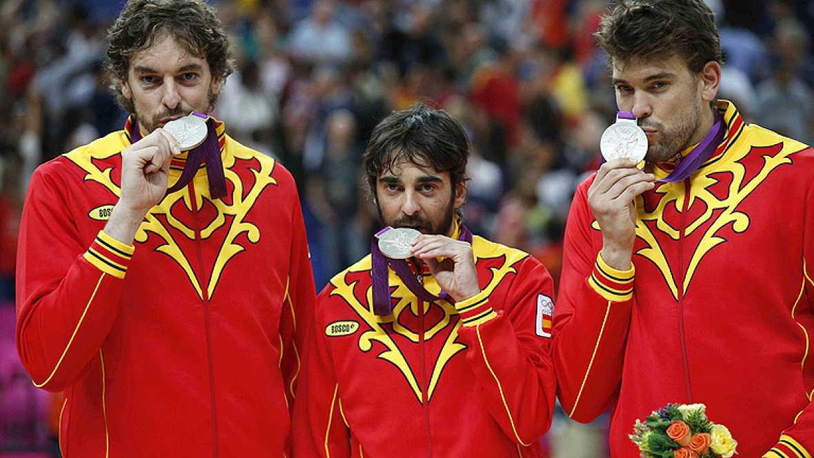 La selección española de baloncesto selló la participación nacional en los Juegos con una gloriosa plata frente a Estados Unidos. Nunca antes estuvo tan cerca del oro España, que cedió 107-100 ante los campeones olímpicos.