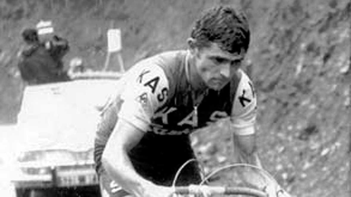 Se cumplen 40 años de la primera Vuelta a España que ganó el fallecido ciclista asturiano José Manuel Fuente, más conocido como 'Tarangu'. TVE elaboró un amplio reportaje en el especial resumen del año.