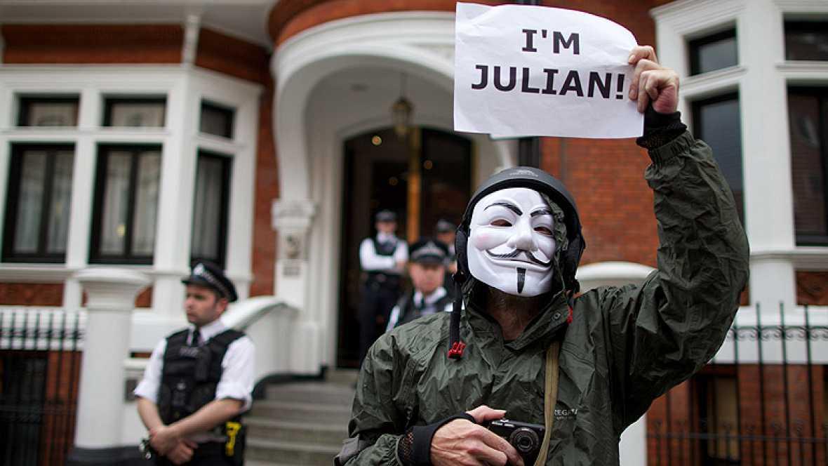 Ecuador condece asilo político a Julian Assange