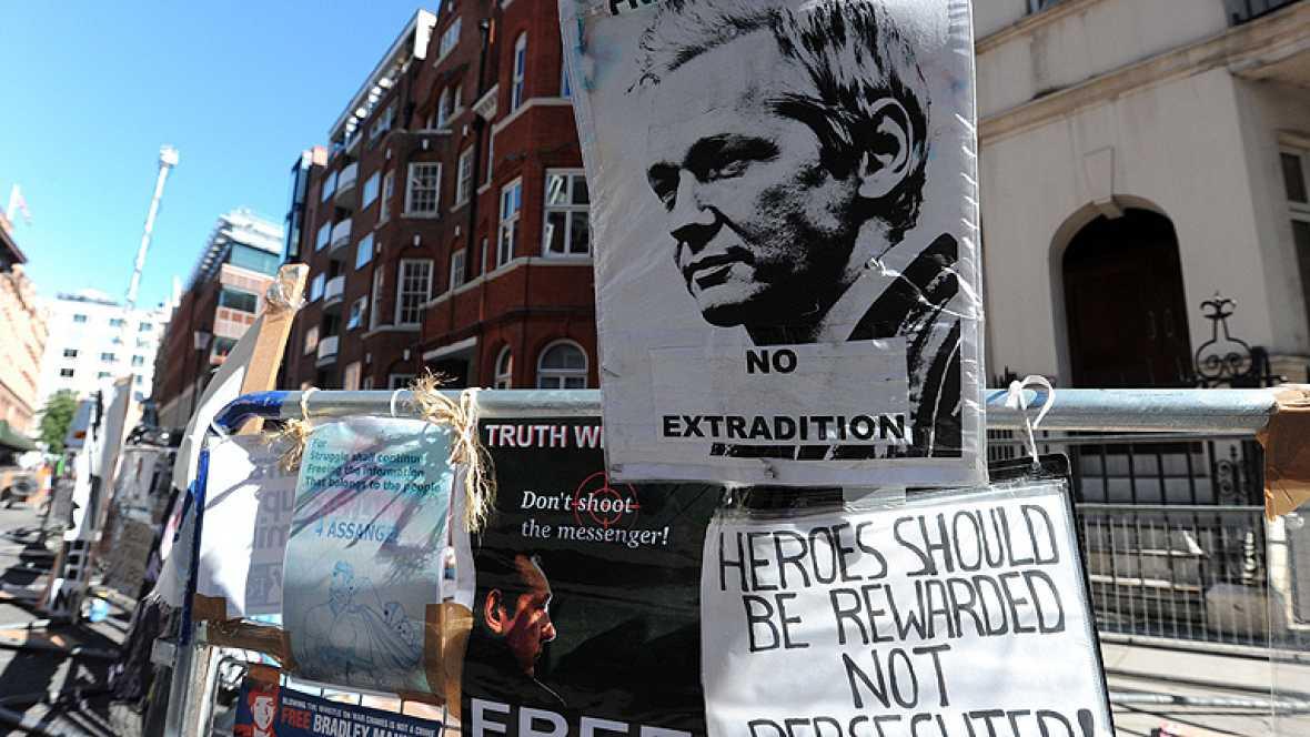 nducto a Julian Assange para abandonar su embajada en Londres