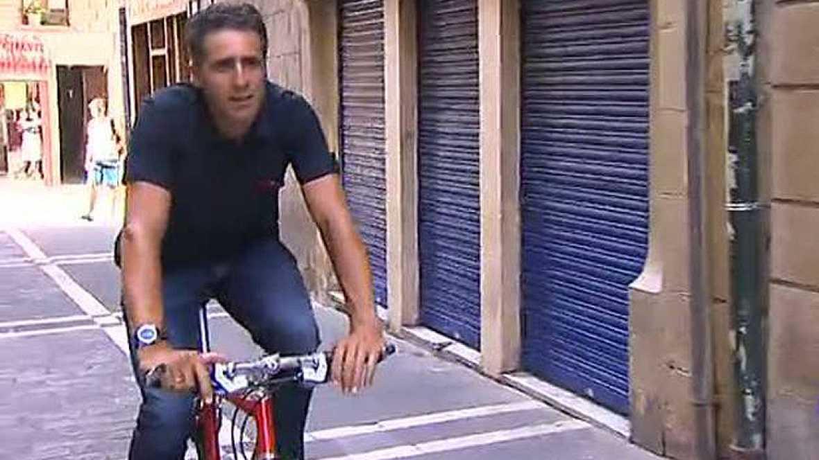 TVE ha contado con un colaborador de lujo para reconocer el recorrido por el que rodarán los ciclistas en la contrarreloj por equipos con la que se abre la Vuelta a España 2012 en las calles de Pamplona.