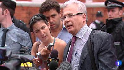"""Garzón: """"Assange está fuerte de espíritu"""""""