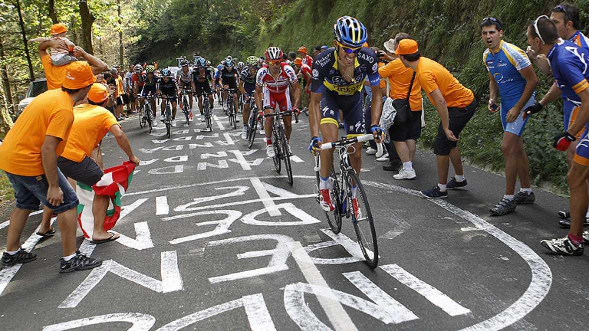 El ciclista español Alejandro Valverde (Movistar) se ha impuesto  este lunes en la tercera etapa de La Vuelta a España, de 155  kilómetros entre la localidad alavesa de Oyón y el alto de Arrate en  Eibar, donde ha conseguido el maillot rojo de líder