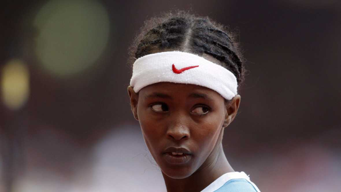 Samia Yusuf. La atleta somalí de 17 años que participó  en los 200 metros en los Juegos Olímpicos de Pekín y llegó última, en solitario, 10 segundos después que el resto de sus rivales cuyo sueño era ser deportista, algo imposible en Somalia murió e