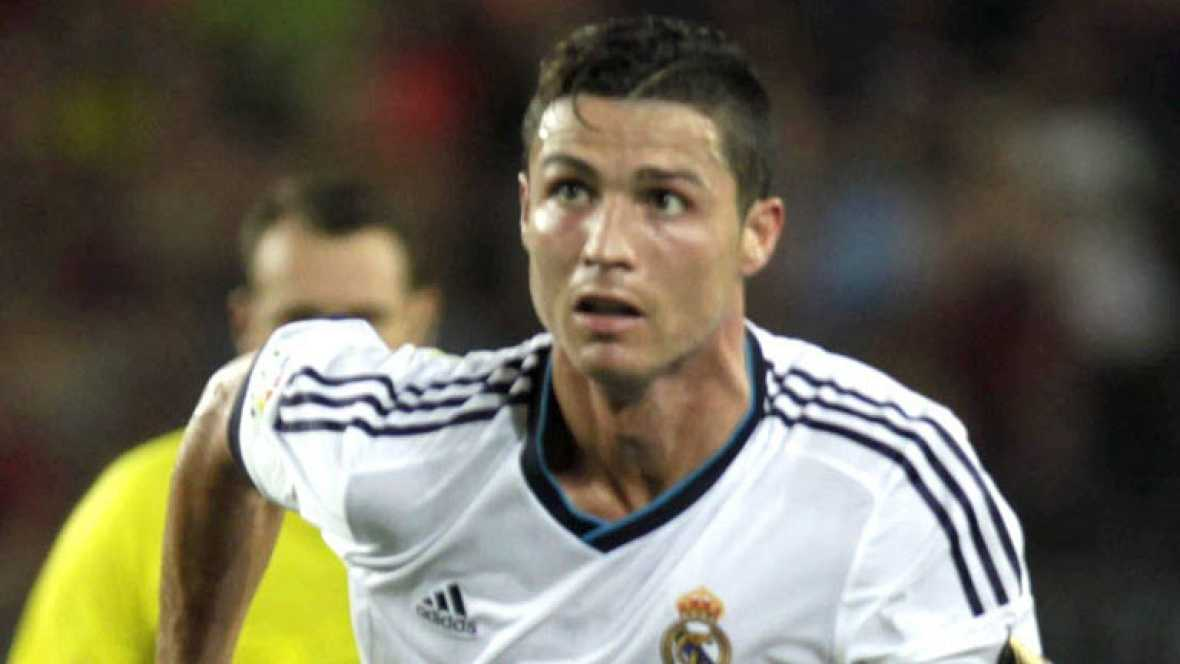 El jugador portugués del Real Madrid Cristiano Ronaldo ha marcado el primer gol del Real Madrid ante el Barcelona (0-1) en el minuto 56 de juego.