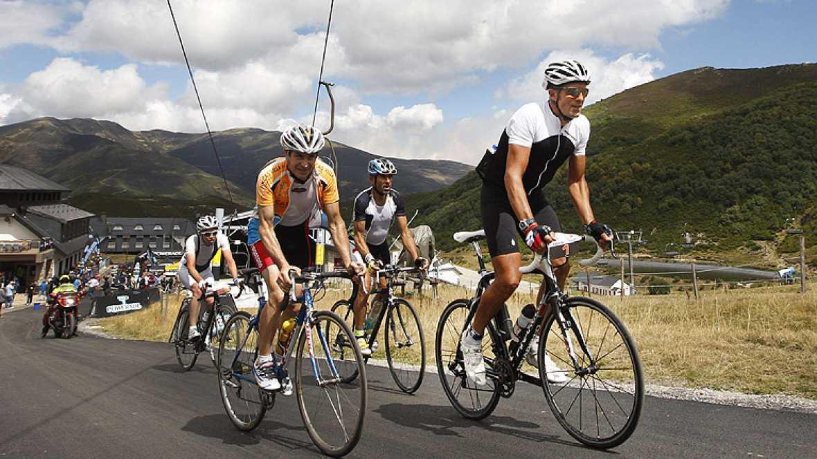 Una marcha cicloturista ha recreado una de las etapas de la Vuelta 2012, con estrella incluida. Miguel Indurain ha participado y ha finalizado entre los 25 primeros.